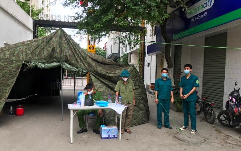 Quận Hoàng Mai: Phong tỏa thêm hai tòa chung cư để phòng, chống dịch Covid-19