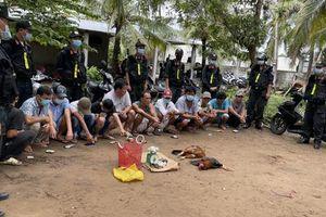 CLIP: Cảnh sát Cơ động Tiền Giang lại bắt trường gà