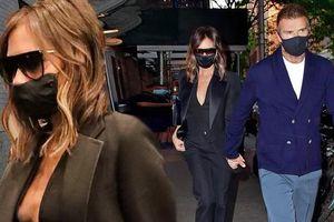 Victoria Beckham 'thả rông', tay trong tay cùng ông xã hẹn hò