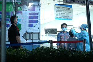 Phong tỏa tòa nhà, bệnh viện do ca nghi nhiễm COVID-19