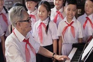 Nhạc sĩ Phong Nhã: ' Đời tôi sóng nhạc bay lên'