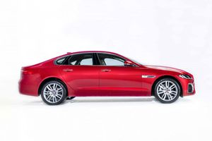 Cận cảnh sedan hạng sang Jaguar XF 2021 giá từ 3,119 tỷ đồng ở Việt Nam, cạnh tranh với Mercedes-Benz E-Class