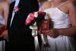 Trung Quốc: 19 người đàn ông bị lừa lấy chung 2 vợ