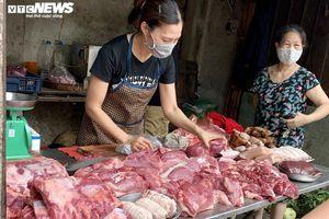 Giá lợn hơi thấp nhất 1 năm, người dân vẫn phải mua thịt lợn giá đắt