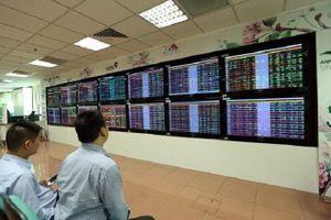 Áp lực bán mạnh, VN-Index rơi từ đỉnh cao lịch sử