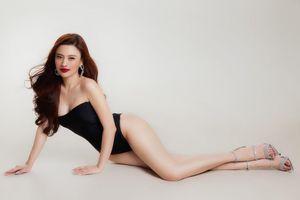 Cận cảnh người đẹp Ngô Lan Anh nóng bỏng với bikini