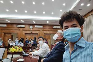 MC Thành Trung, Tự Long và Xuân Bắc trao hơn 365 triệu đồng ủng hộ quỹ COVID-19