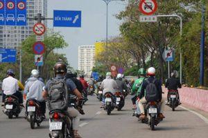 Cận cảnh những biển báo giao thông đánh đố người đi đường ở TP.HCM