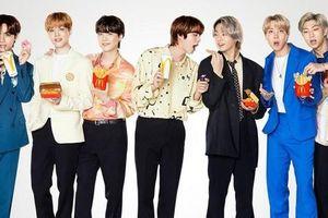 Hợp tác với BTS nhưng hãng đồ ăn nhanh này lại lấy nhầm ảnh nhóm nhạc đối thủ để in poster