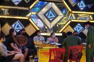 Hát karaoke giữa mùa dịch, chủ quán và 6 vị khách cùng bị phạt