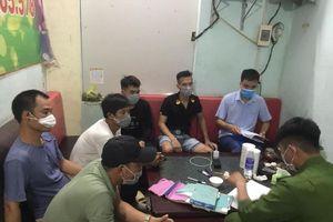 12 người bị xử phạt, buộc cách ly tập trung vì tụ tập hát Karaoke
