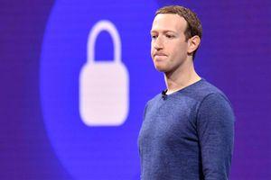 Facebook giống 'gã rình mò phòng tắm' và nghĩ sẽ tốt cho người dùng