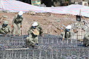 Ninh Bình: Kịp thời khắc phục sự cố sụt giàn giáo xây dựng cầu Hà Thanh