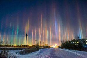 Bí ẩn những cột ánh sáng thẳng đứng như cảnh UFO đổ bộ Trái đất