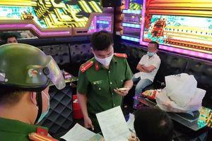 Bất chấp lệnh cấm, 7 nam nữ phê ma túy tập thể trong quán karaoke lúc rạng sáng