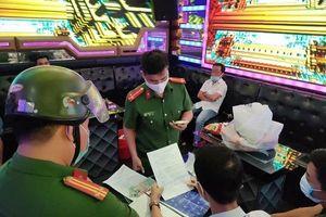 7 nam nữ phê ma túy trong quán karaoke ở Đà Nẵng