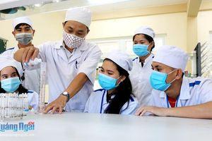 Sinh viên Lào ở Quảng Ngãi: Gác lại mùa hè để phòng, chống dịch