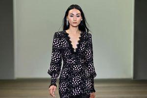 Người mẫu Thùy Trang catwalk tại Tuần lễ thời trang Australia