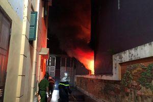 Hà Nội: Cháy cửa hàng kinh doanh thiết bị điện ở đường Phú Diễn