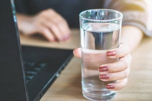 Dấu hiệu chưa uống đủ nước, số 8 khiến nhiều người giật mình