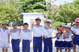 Tiếng hát của 'chiến sỹ nhí' nơi quần đảo Trường Sa