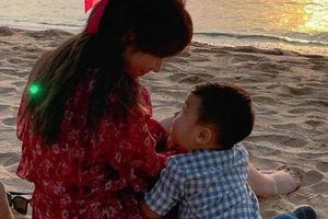 Mừng tuổi mới, Hòa Minzy công khai đăng ảnh con trai