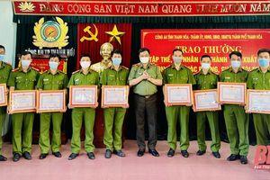 Trao thưởng cho Công an và Viện KSND TP Thanh Hóa lập thành tích trong đấu tranh trấn áp tội phạm