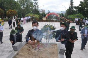 Kon Tum: Lễ viếng, truy điệu, an táng 9 hài cốt liệt sĩ hy sinh tại Lào