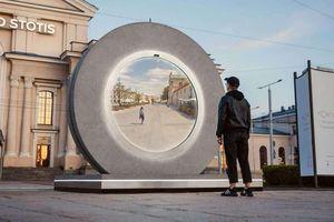 'Cổng liên lạc' trong phim viễn tưởng xuất hiện tại châu Âu