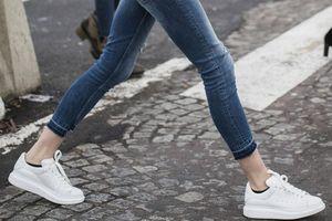 Quần jeans bó sát đã lỗi thời trong năm 2021?