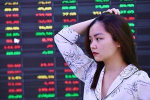 Nhà đầu tư than thiệt hại hàng trăm triệu ngày VN-Index đứng im