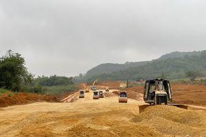 Thiếu vật liệu, 4 dự án của cao tốc Bắc-Nam chậm tiến độ