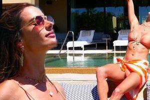 Cựu 'thiên thần nội y' Alessandra Ambrosio quyến rũ mê mẩn với bikini
