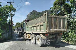 Quảng Bình: Bức xúc vì đường dân sinh bị xe tải băm nát