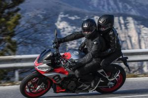 Naked sport bike Aprilia Tuono 660 2021 ra mắt, giá 420 triệu đồng