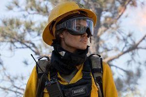 Lần đầu tiên siêu sao Angelina Jolie thủ vai chính trong phim đề tài thảm họa