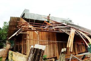 Dông lốc khiến hàng trăm căn nhà ở Lào Cai và Bắc Kạn bị tốc mái
