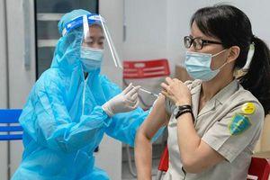 Toàn bộ nhân viên tiếp xúc với hành khách ở Nội Bài được tiêm vắc xin Covid-19