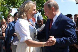 Cựu ngoại trưởng Áo từng khiêu vũ với ông Putin nhận việc tại Rosneft