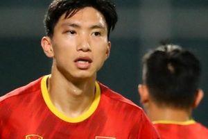 CLIP: Văn Hậu bầm tím mắt sau khi trở lại tập luyện cùng đội tuyển Việt Nam