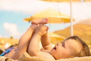 Tắm nắng cho trẻ như thế nào để đúng cách?