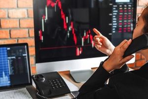 Thêm dự báo VN-Index lên 1.400 điểm tháng 6, nhà đầu tư cá nhân 'cân' Covid lẫn khối ngoại