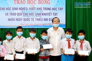 Hội Nhà báo tỉnh: Trao học bổng cho học sinh nghèo huyện Sơn Tây