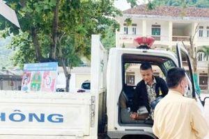 Hỏng xe giữa đường, nam sinh dân tộc Thái được CSGT chở đến điểm thi kịp thời