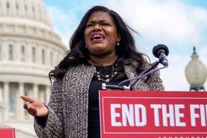 Mỹ: Nghị sĩ muốn giải tán cảnh sát đã chi tới 230 triệu đồng/tháng cho an ninh cá nhân