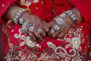 Cô dâu gục chết trong đám cưới, chú rể liền cưới em gái