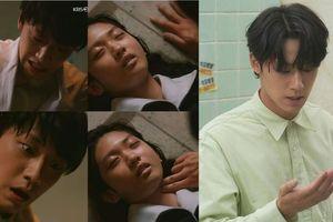 Tuổi trẻ của tháng năm: Lee Do Huyn gạt bỏ tình yêu để giúp nạn nhân trong cuộc tàn sát của cha mình
