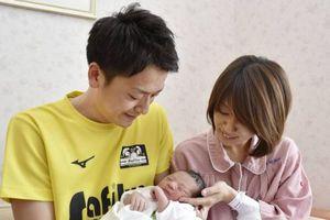 Nam giới Nhật Bản được khuyến khích nghỉ phép tối đa 4 tuần để chăm sóc gia đình khi vợ sinh con