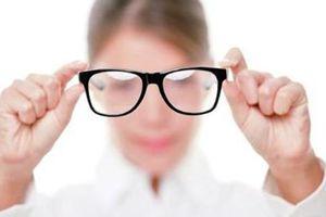 Giảm thị lực do dùng thuốc nhỏ mắt tùy tiện