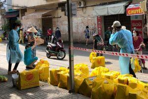 Gò Vấp hỗ trợ lương thực cho dân 5 khu vực phong tỏa ở phường 9